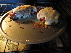 Куриные грудки политые соусом маринара и сыром моцарелла