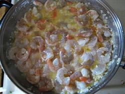 Варим креветки в соусе
