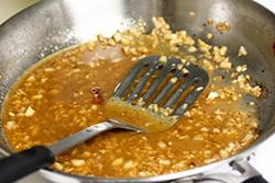 Готовим соус для пасты